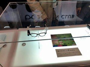 メガネにAV機器を装着する器具